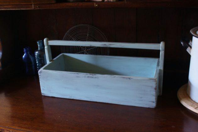 パステルブルー色のキャリングボックス