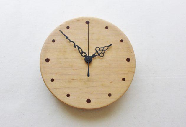 メープルの壁掛け時計